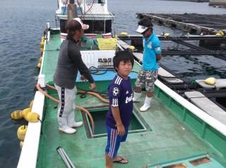 串本カセ釣り組合でマダイの稚魚約2万匹、イシダイの稚魚1500匹を放流しました。早く大きくなってお客様の皆様に釣ってもらいたいです(^^♪ (1024x764)