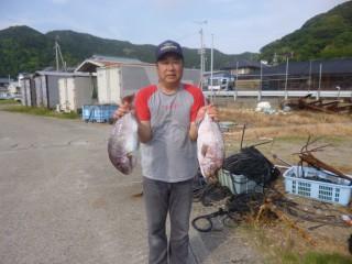 7月14日 京都 南氏  タイ 45,50? (センカイカセ)今日岬沖潮が悪くシイラ3匹、大サバ5匹でした。 (1024x768)