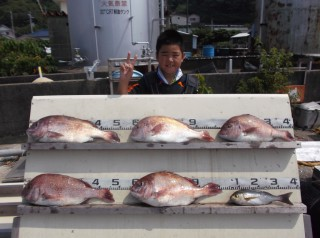 8月15日 京都 田中君 タイ 40-55㎝ 5匹 イサギ (センカイカセ) (1024x764)