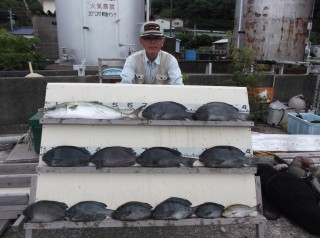 8月9日 奈良 森下氏 メジロ 70? グレ 30-47? 11匹 イサギ、アジ、カマス (センカイ奥)グレの食いが良くなってきました。 (1024x764)