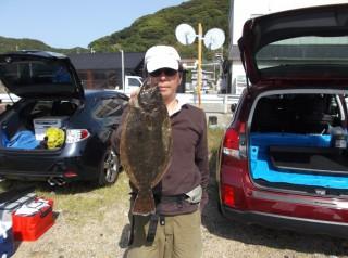 5月17日 大阪 中井氏 ヒラメ 50? (赤灯前カセ) (1024x764)