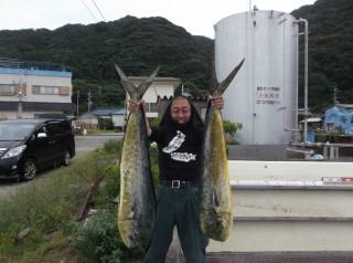 7月6日 大阪 西田氏、トモさん 丹波  小柴氏 シイラ 90-120? 多数 (岬沖)シイラ残りは全部リリーイスしました、どれだけ釣れたか覚えていません。