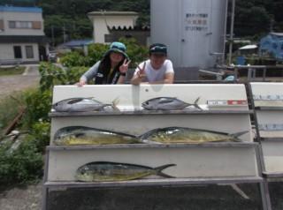 7月5日 大阪 西田氏、トモさん キハダマグロ 6k,7Kシイラ (岬沖) (5) (1024x764)
