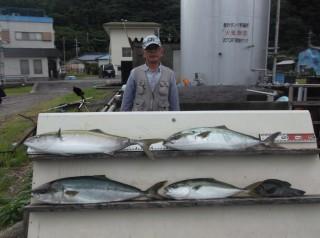 9月8日 奈良 森下氏 ブリ、メジロ 70-90? 4匹 グレ、カマス (センカイ奥) (2) (1024x764)