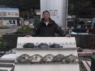 12月8日 大阪 兼崎氏 マトウダイ 45-50㎝ 4匹 グレ 35㎝ 前後 3匹 (センカイ奥)