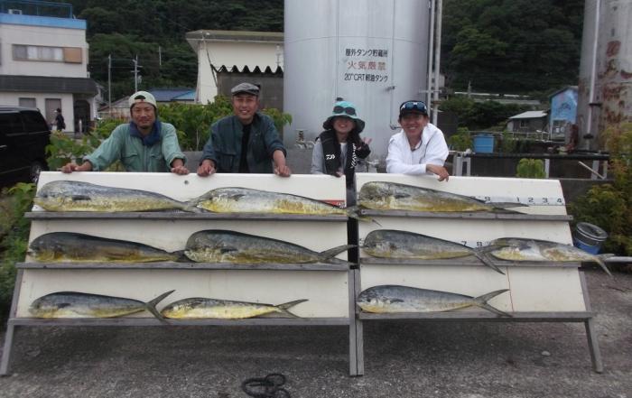 7月5日 大阪 西田氏、トモさん 丹波  小柴氏 シイラ 90-120? 多数 (岬沖)シイラ残りは全部リリーイスしました、どれだけ釣れたか覚えていません。