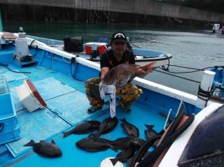6月10日 船頭 新ポイント爆釣しました。 タイ 70? グレ 35‐55? 10匹 約1時間半の釣果です!! (外の浜カセ) (2)