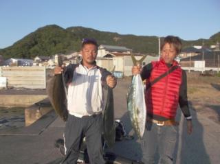 10月12日 大阪 鈴木氏 メジロ 75㎝ 2匹 ヒラメ 60㎝ (センカイカセ)
