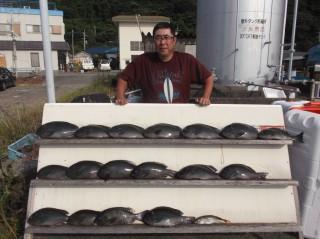 8月3日 大阪 高田氏 グレ 35-45㎝ 17匹 中アジ (センカイ奥)後のグレ16匹はリリースしました。